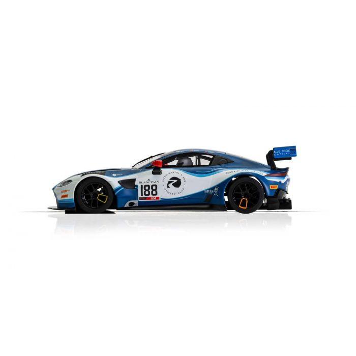 Scalextric C4100 Aston Martin Vantage GT3 Team Garage Slot Car 1//32 DPR